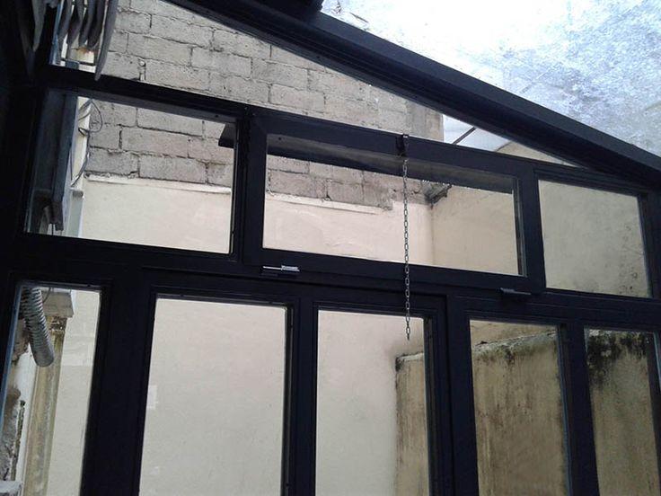 Cerramiento metálico en acero galvanizado y ventana practicable. #donostia #sansebastian #herrería