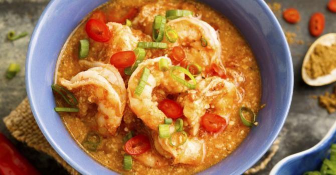 Recette de Crevettes thaïes au gingembre, piment et lait de coco. Facile et rapide à réaliser, goûteuse et diététique.
