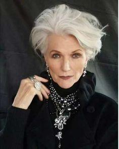 Neueste Kurzhaarschnitte für elegante ältere Frauen
