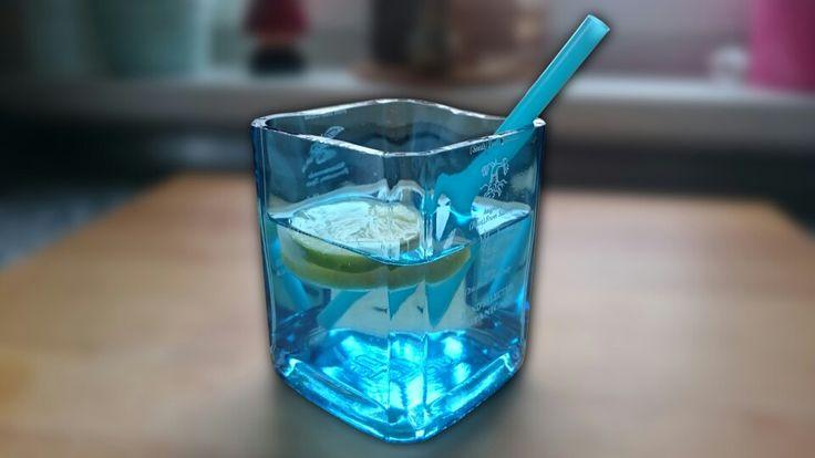 peste 1000 de idei despre glasflaschen schneiden pe pinterest glasfl schchen glasflaschen i. Black Bedroom Furniture Sets. Home Design Ideas