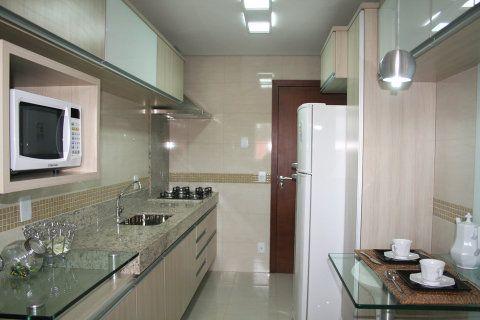 Cozinha projetada por Cássia Amui.