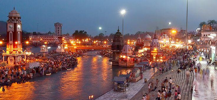 Haridwar est considéré comme l'un des sept points les plus sacrés ( Sapta Puri ) à hindous . Comme par le Manthan Samudra , Haridwar côtés Ujjain , Nashik et Prayag ( Allahabad ) est l'une des quatre destinations où les gouttes de Amrit , le remède de interminabilité , involontairement sur découlaient de la cruche tout en étant véhiculé par l'oiseau de vol divine Garuda.It est parmi centres les plus vénérés de pèlerinage de l'Inde qui occupe une position prisée dans les cœurs des hindous .
