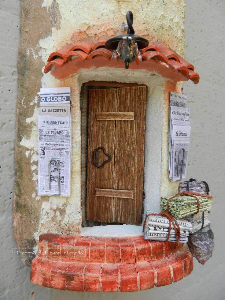 Edicola (particolare) http://www.coppobuonricordo.it/ Tegole antiche decorate e dipinte a mano.