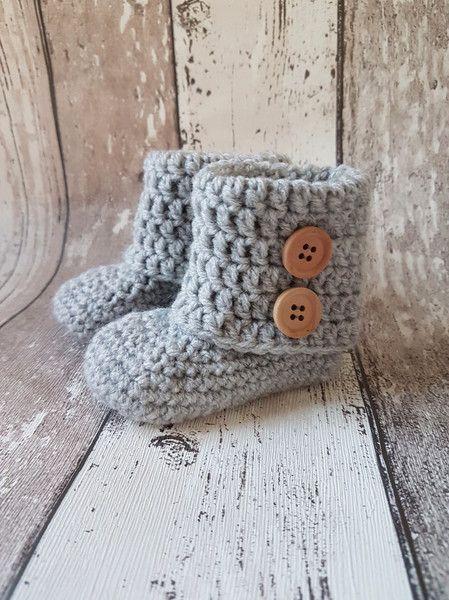 Gebreide & gehaakte schoenen - Gehaakte baby booties, baby uggs 10 cm - Een uniek product van FrisianKnitting op DaWanda
