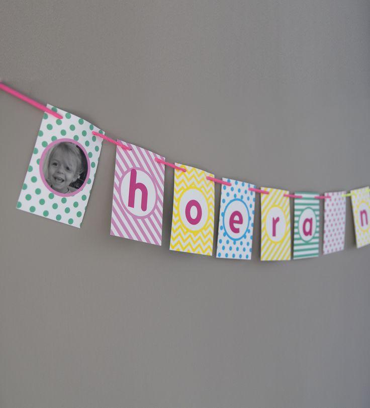 DIY banner Maak je eigen vlaggenlijn met eigen tekst en  je leukste foto's. Erg leuk voor verjaardagen, als geboorteslinger en voor feestjes.