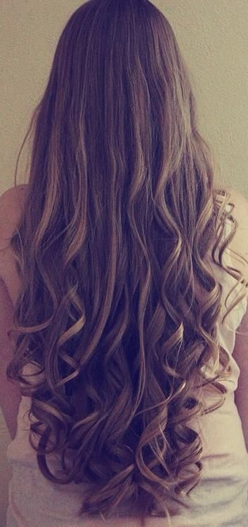 Straight hair style with curls at the bottom