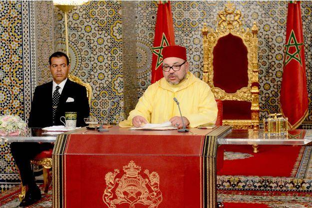 Le roi du Maroc Mohammed VI et son frère le prince Moulay Rachid à Tetouan, le…