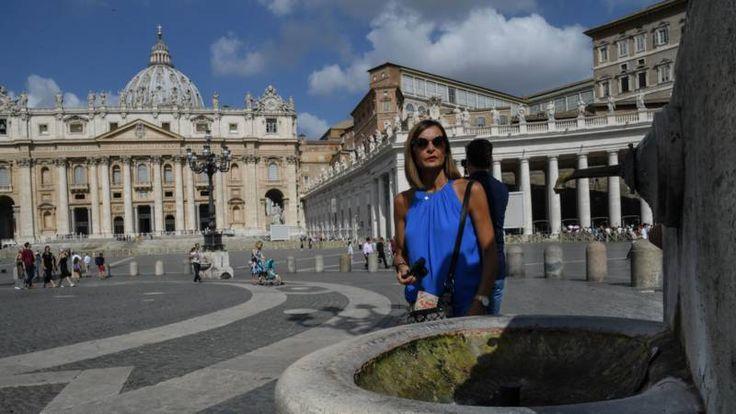 Door de aanhoudende droogte in Rome dreigt er een watertekort. Om water te besparen zijn de fonteinen in het Vaticaan uitgezet.