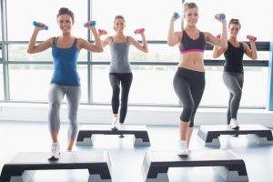 Existen diferentes formas para estar en forma. #Aerobic #step es un #ejercicio #aeróbico que puede traerte muchos beneficios.