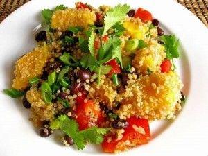 Recept quinoa salade met mango, net gegeten, superlekker! Wel met zwarte bonen ipv bruine en walnootolie ipv zonnebloem. En met koriander natuurlijk!