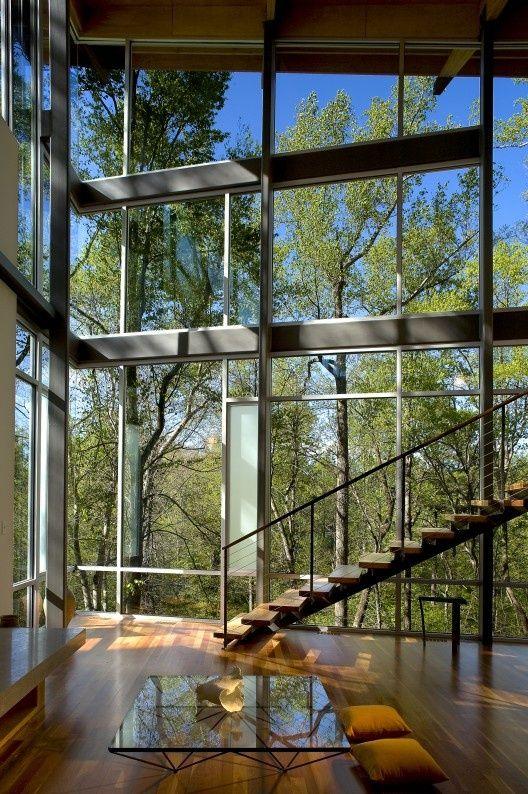 IMPRESIONANTES VISTAS Un salón con grandes ventanales: ideas