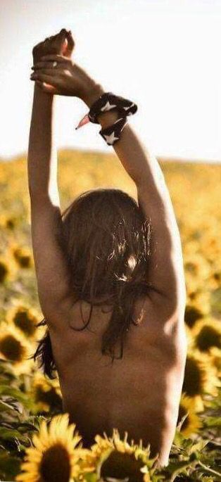 Si la vida te sonríe,  dale motivos  y aunque no lo haga, dale motivos. Siempre, dale motivos, porque la Actitud importa!  Genial Finde, amigos <3