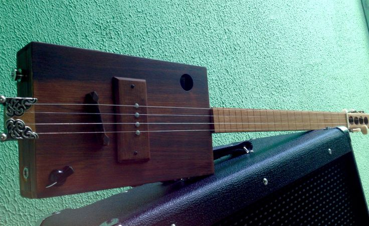 ready another project cigar box guitar completed cigar box guitar mineiro s blues. Black Bedroom Furniture Sets. Home Design Ideas