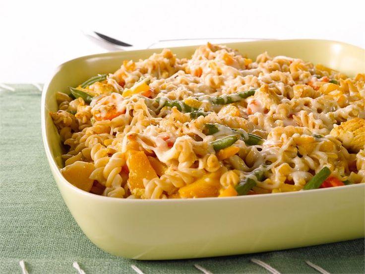 Tämä helppo ja kevyt broileri-pastapaistos on arkiruokaa parhaimmillaan ja koko perheen suosikkiruokaa.