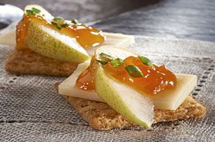 Who would have thought cheese and pear tasted so delicious?! Try it on your favorite #Triscuit Crackers.
