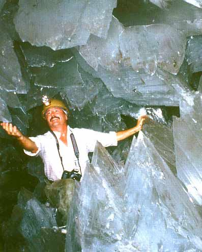 Crystal Cave of the Giants - Discovery of the Largest Crystals on Earth Richard D. Fisher Photographer/Explorer Crystal Cave of the Giants
