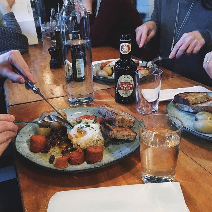 Hver lørdag og søndag serverer vi Pancho Villa fra 12-17  Perfekt helgebrunsj med speilegg Chorizo bønner potet og stekt tomat! God søndag fra oss på Kolonialen! av kolonialen_ http://ift.tt/1VyZdRs