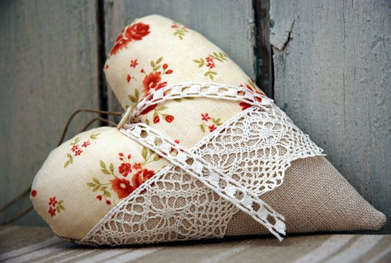 French heart hanger, door hanger, flower print and linen, shabby chic, vintage laces / home decoration, gift idea