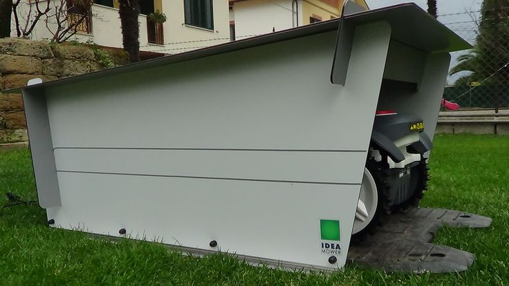 Easy to assemble, a SMART garage for your mower. Rasenroboter garage.