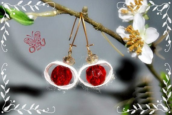 It is a unique handmade piece, made of highly selected natural silk cocoons, cut into cycle shape. Each earring has adjusted up of one high quality Swarovski crystal , color Siam (red). At the top of each earring, find a gorgeous Swarovski crystal, Light Smoked Topaz color.