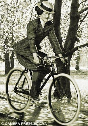 British Olympic cyclist Victoria Pendleton goes retro on a Pashley Guv'nor