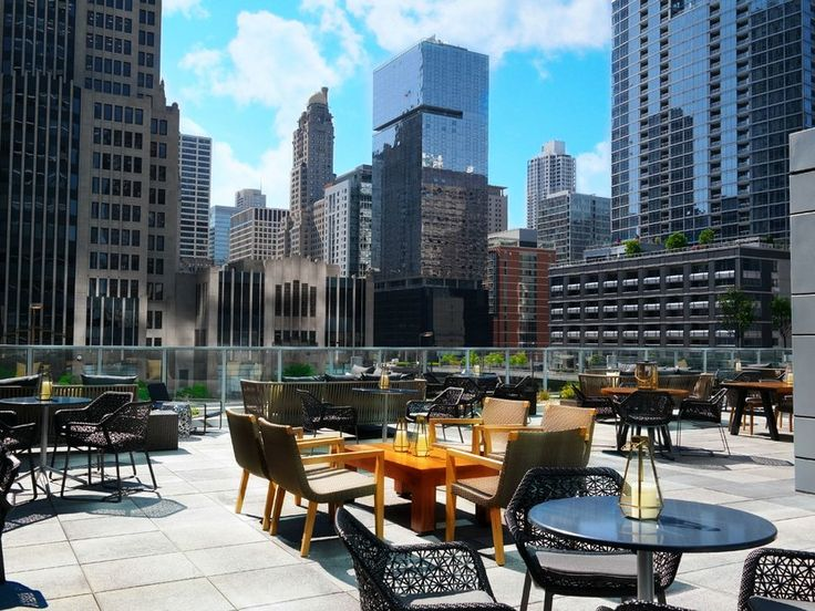 6 Chicago Rooftop Bars That Are Perfect For Summer