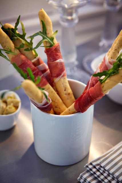 Great idea for Tapas. Breadsticks with Cream chees, covered with Serrano Ham, this deffinetely is one of my favorites.
