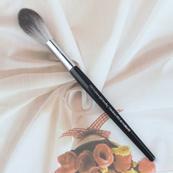 2016 Brand New Original Long Wood handle Long Fine Hair Pro Feather Weight Blending Brush No.93 For Makeup