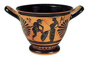 Μουσείο Μπενάκη :Μελανόμορφος σκύφος Αττικού εργαστηρίου, 510-500 π.X. Mελανόμορφος σκύφος αττικού εργαστηρίου, με σκηνή προετοιμασίας για τη μάχη. Στη μία όψη παριστάνεται πολεμιστής που φοράει την περικνημίδα του, δίπλα σε γυναικεία μορφή που κρατάει ασπίδα και δόρυ. Στην άλλη όψη εικονίζεται η ίδια παράσταση, πλαισιωμένη από δύο ανδρικές μορφές με ασπίδα, δόρυ και κράνος. 510 - 500 π.X.