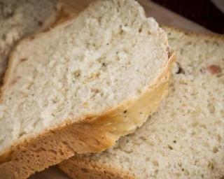 Pain maison au four sans gluten : http://www.fourchette-et-bikini.fr/recettes/recettes-minceur/pain-maison-au-four-sans-gluten.html