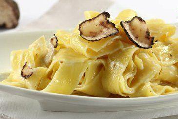 Pâtes à la mode istrienne avec une recette croate de tagliatelles aux truffes d'Istrie. Toutes les saveurs de la cuisine croate dans le plat