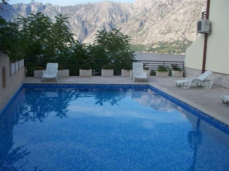 Appartement à Prcanj, Monténégro. This apt is located in the waterfront village of Prcanj 10 mins drive from the historic and UNESCO protected old town of Kotor. It is the perfect place to unwind either by the pool or swimming in the still waters of the bay a short 2 min walk away...