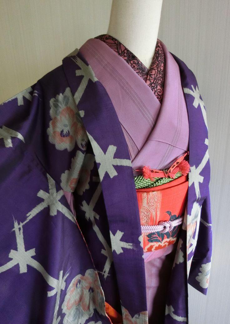 柔らかな縞着物に銘仙の羽織