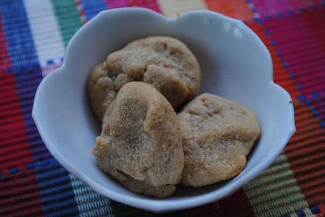 3-ingredient EASY peasy flourless Peanut Butter Cookies. 10 minutes in the oven and done!Flourless Peanut, Flourless Pb, Colleges Living, Cookies Flourless, Almond Butter, Peanut Butter Cookies, Peanutbutter Cookies, Flour Less Peanut, Pb Cookies