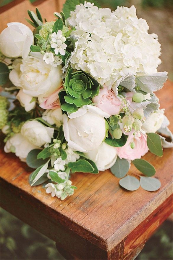 Nikkie Reed's wedding bouquet