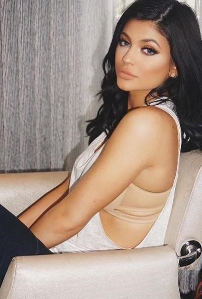 Kylie Jenner Has Breast AND Butt Implants, Plastic Surgeon Claims, the Latest In Hollywood Gossip!