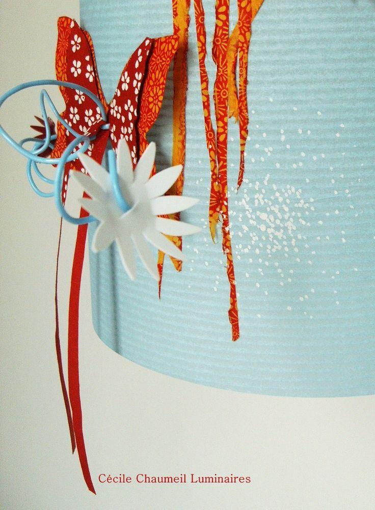 abat-jour avec papillon et fleurs