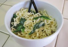 Spinach Alfredo Ramen - Ditch the flavor packet from your instant #ramen and upgrade to an Italian style #classic. Your rice cooker means you can make this quick meal almost anywhere: #RV, #dormroom, #hotel, or tiny kitchen. #recipe #tinyhouse