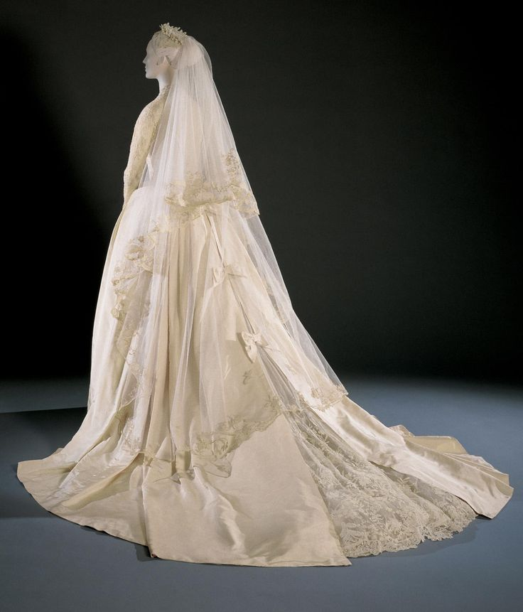 Philadelphia Museum Of Art Grace Kelly S Wedding Dress And Accessories 1956 Silk Needle