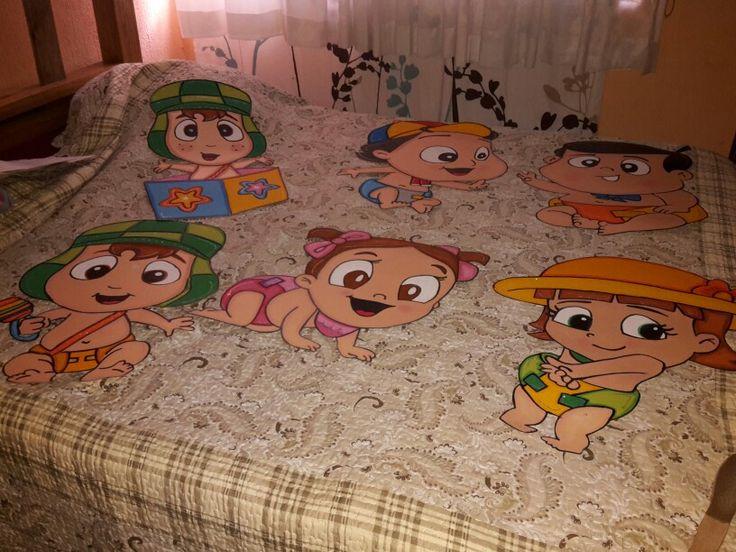 Chavo del 8 bebé Hechos con papel arcoiris y crayones pastel