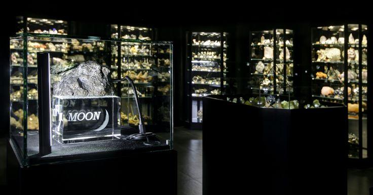 Muzeum Mineralia přišlo o jeden ze svých exponátů a podle plánu vrátilo úlomek Měsíce svému majiteli. Dobrou zprávou je, že se k nám kámen vrátí nebo bude nahrazen dalším zajímavým exponátem!