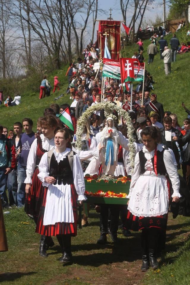 Pentecost feast in Transylvania:) photo Bitay Éva