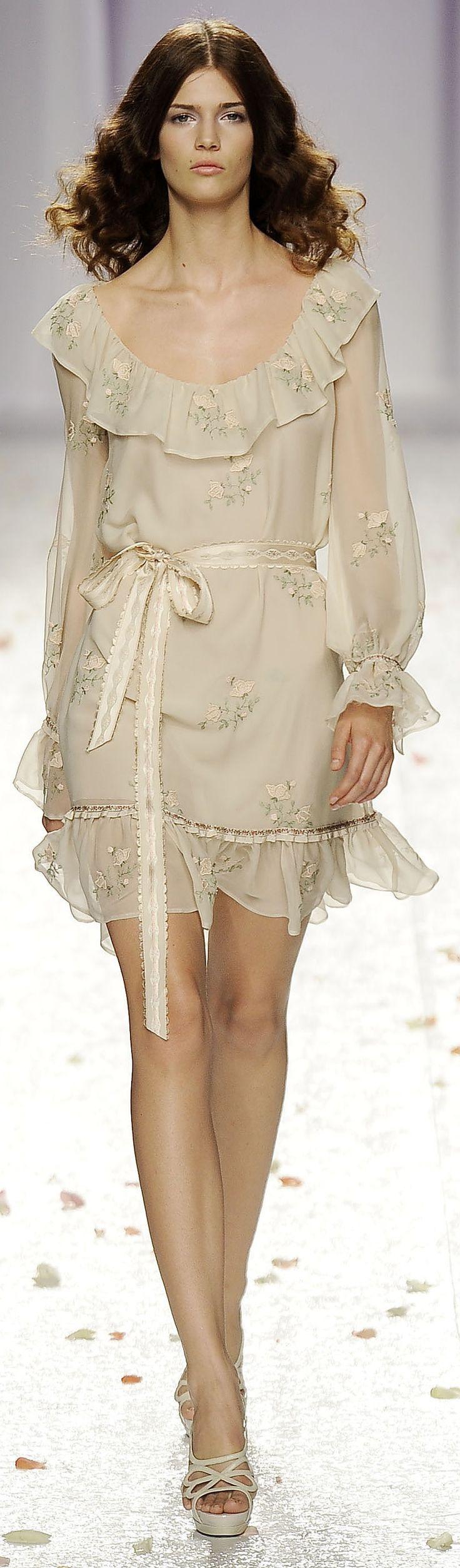 Short and elegant /            Luisa Beccaria