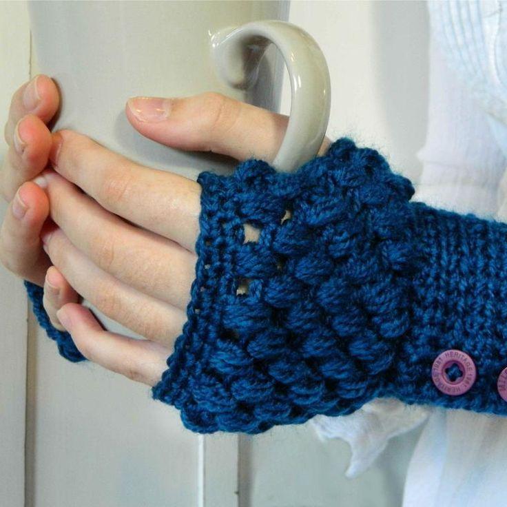 Lovely fingerless gloves and free pattern