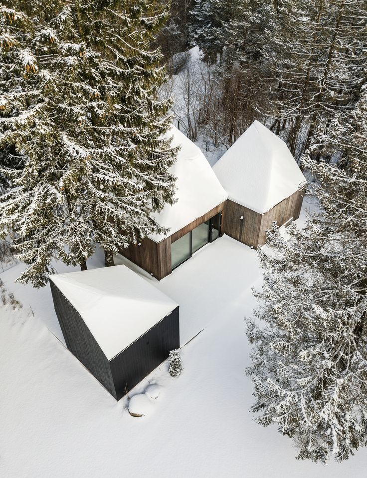 Image 1 of 29 from gallery of Cottage in Muraste / KUU architects. Photograph by Tõnu Tunnel