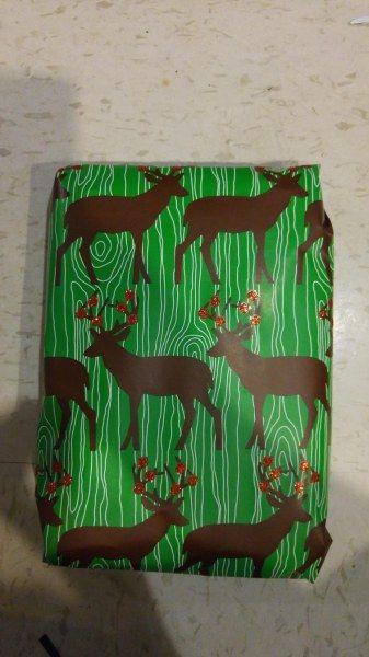 Как упаковать подарок для младшего брата, чтобы он запомнил его навсегда? (12 фото)