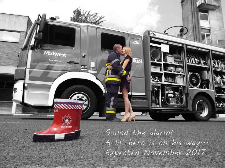 originele en creatieve geboorteaankondiging van een brandweerman en zijn vriendin! contacteer ons voor uw eigen ontwerp en aankondiging!