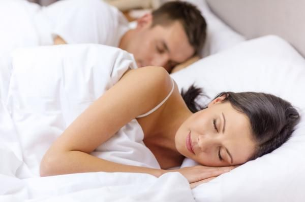 Do you have trouble sleeping at night? Is anxiety and stress keeping you awake? Try these eight tips to improve your sleep habits. Marriage Relationship, Good Marriage, Marriage Tips, Severe Insomnia, Herbs For Sleep, Couple Sleeping, Budget, Health Resources, Home Remedies