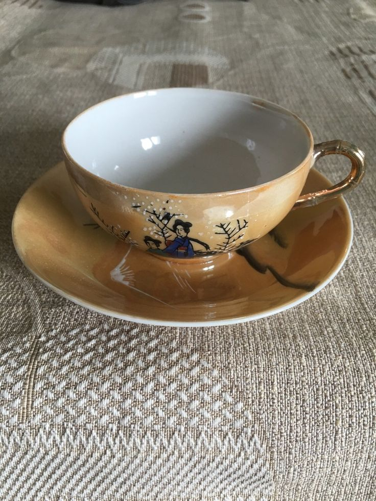 Le chouchou de ma boutique https://www.etsy.com/fr/listing/281693850/tasse-et-sa-soucoupe-en-porcelaine-tres
