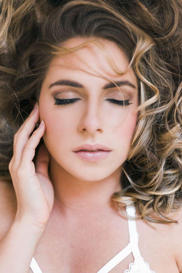 Elegant-Bridal-Boudoir-Inspiration-Natural-Hair-Makeup